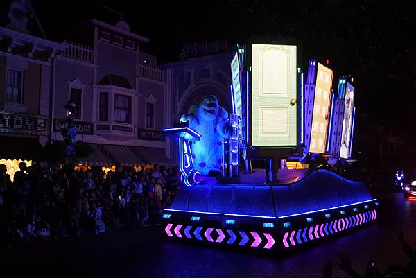 香港迪士尼樂園:「迪士尼光影匯」夜間巡遊 (57).JPG