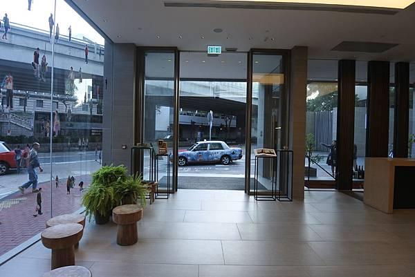 香港Hotel Stage登臺:大廳 (4).JPG
