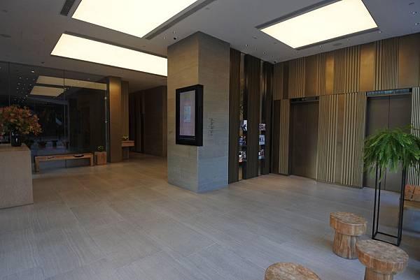 香港Hotel Stage登臺:大廳 (2).JPG