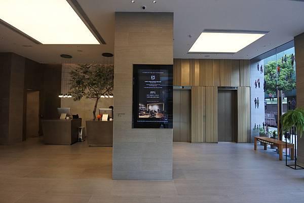 香港Hotel Stage登臺:大廳 (8).JPG