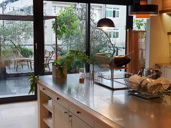 台南市U.I.J HOTEL %26; HOSTEL:共享廚房+共聚書房+洗衣房 (3).jpg