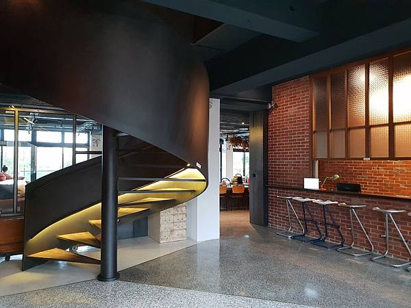 台南市U.I.J HOTEL %26; HOSTEL:共享廚房+共聚書房+洗衣房 (9).jpg