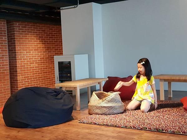 台南市U.I.J HOTEL %26; HOSTEL:共享廚房+共聚書房+洗衣房 (17).jpg