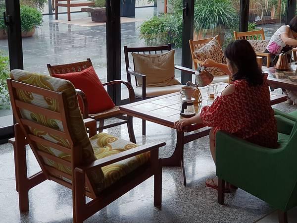 台南市U.I.J HOTEL %26; HOSTEL:共享廚房+共聚書房+洗衣房 (21).jpg