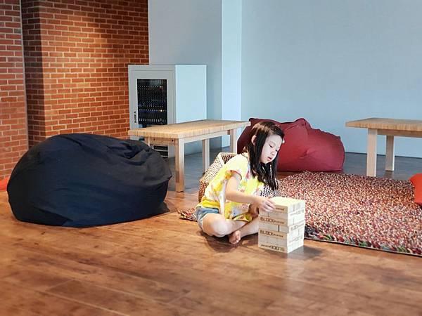 台南市U.I.J HOTEL %26; HOSTEL:共享廚房+共聚書房+洗衣房 (20).jpg