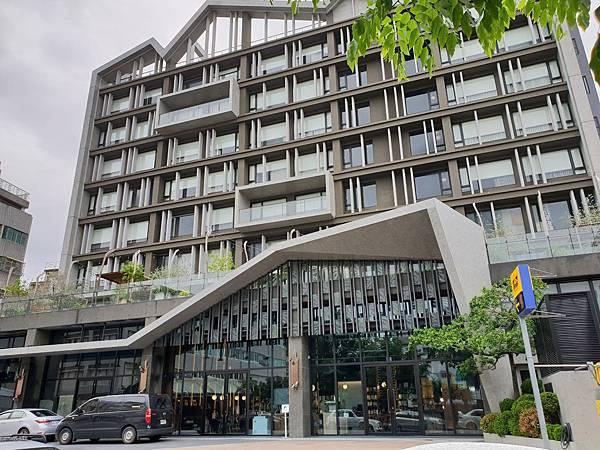 台南市U.I.J HOTEL %26; HOSTEL:外觀 (1).jpg