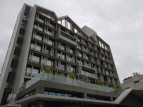 台南市U.I.J HOTEL %26; HOSTEL:外觀 (8).jpg