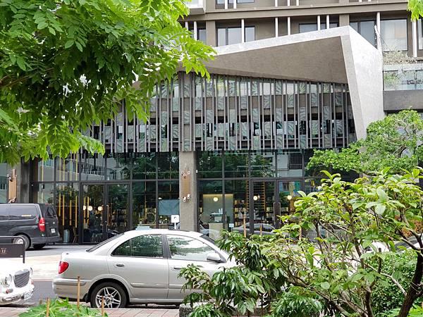 台南市U.I.J HOTEL %26; HOSTEL:外觀 (2).jpg