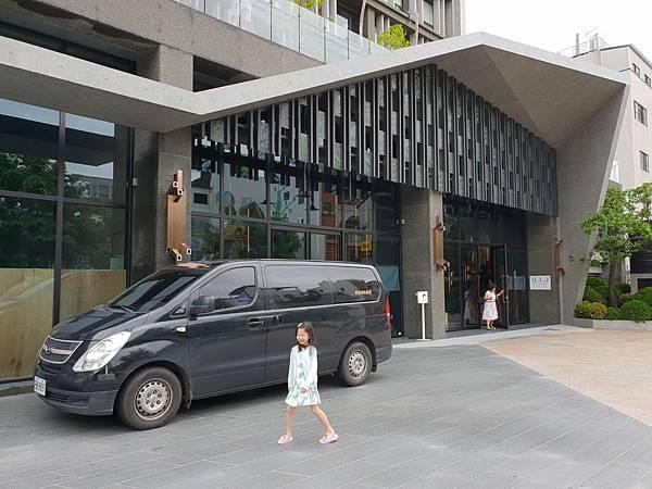 台南市U.I.J HOTEL %26; HOSTEL:外觀 (17).jpg