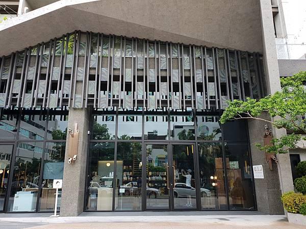 台南市U.I.J HOTEL %26; HOSTEL:外觀 (18).jpg