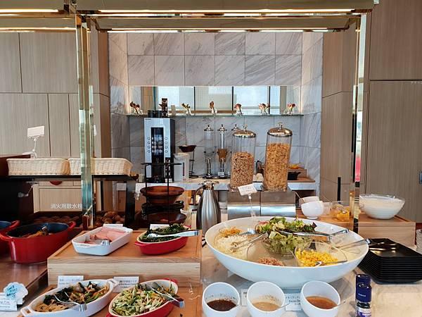 日本東京都CANDEO HOTELS TOKYO SHIMBASHI:餐廳+大廳 (2).jpg