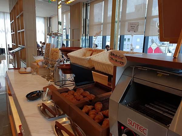 日本東京都CANDEO HOTELS TOKYO SHIMBASHI:餐廳+大廳 (26).jpg
