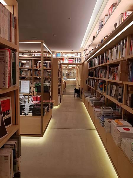 日本東京都GINZA SIX:銀座 蔦屋書店 (19).jpg
