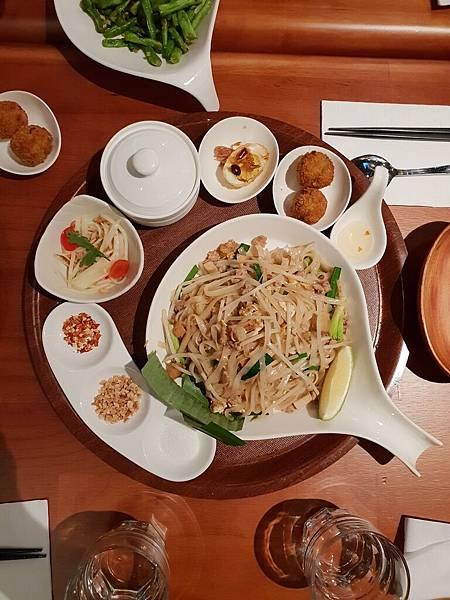 台北市右手餐廳南港中信店 (44).jpg