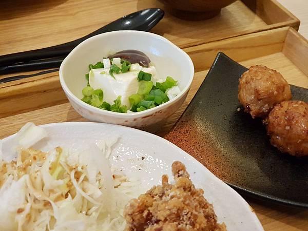 台北市尾張鶏三和微風信義店 (8).jpg