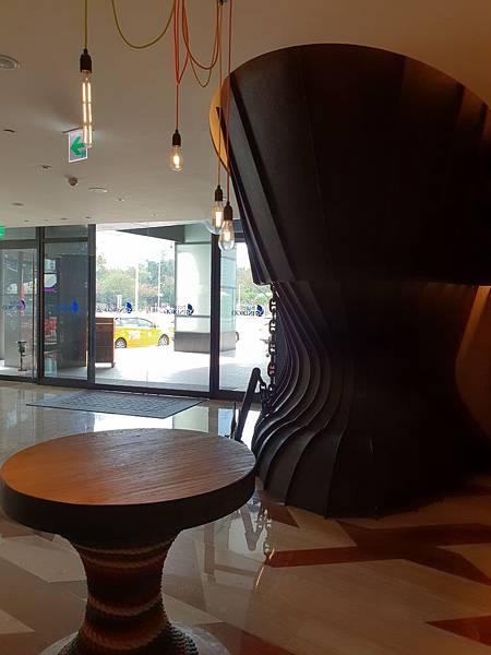高雄市高雄中央公園英迪格酒店:外觀+大廳 (4).jpg
