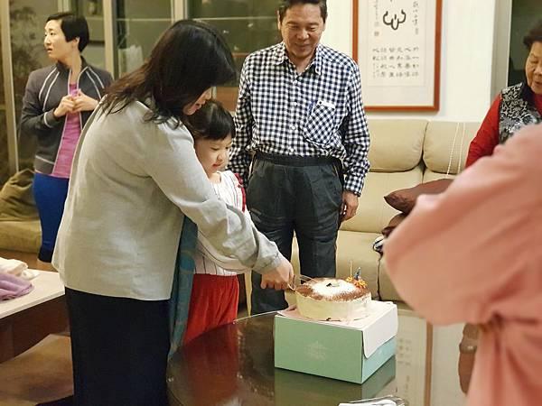 亞亞的8歲生日蛋糕 (7).jpg