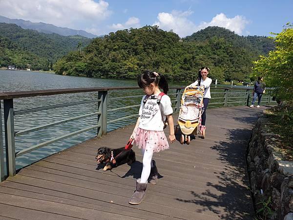亞亞的龍潭湖遛奶油 (5).jpg