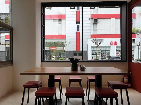 台北市牛肉麵。雞湯信義店 (5).jpg