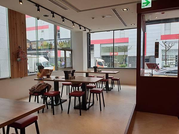 台北市牛肉麵。雞湯信義店 (10).jpg