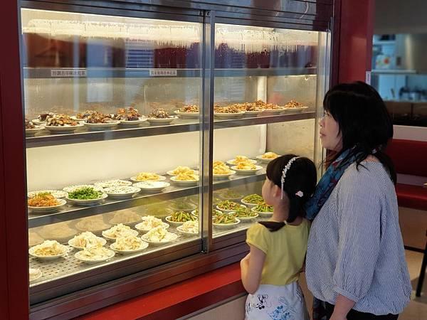 台北市牛肉麵。雞湯信義店 (6).jpg