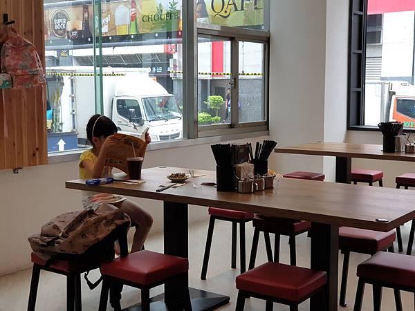 台北市牛肉麵。雞湯信義店 (11).jpg
