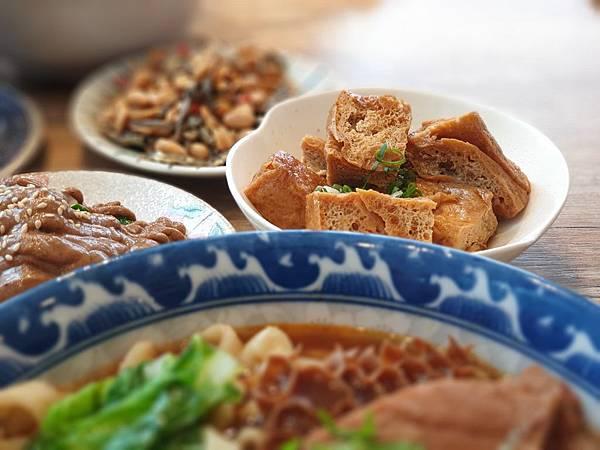 台北市牛肉麵。雞湯信義店 (16).jpg