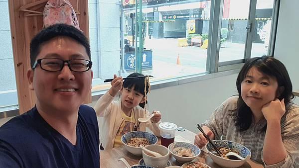 台北市牛肉麵。雞湯信義店 (22).jpg