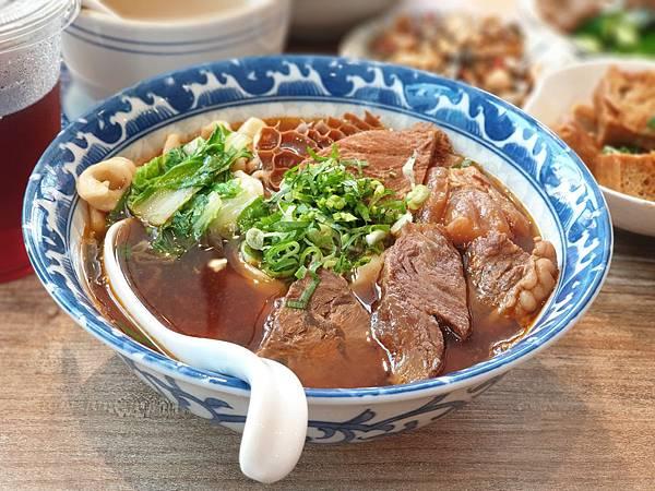 台北市牛肉麵。雞湯信義店 (18).jpg