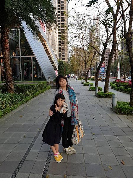 亞亞的新板特區夜遊 (12).jpg
