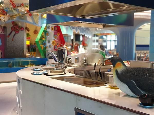 中國廣東省長隆企鵝酒店:帝企鵝自助餐廳 (5).jpg