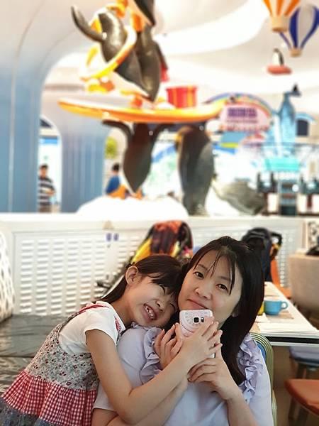 中國廣東省長隆企鵝酒店:帝企鵝自助餐廳 (30).jpg