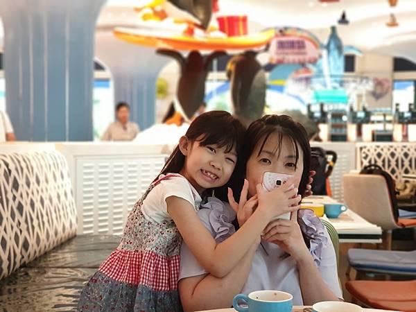 中國廣東省長隆企鵝酒店:帝企鵝自助餐廳 (29).jpg