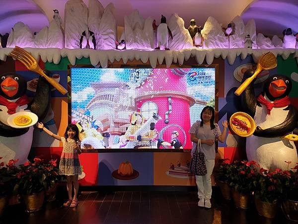 中國廣東省長隆企鵝酒店:帝企鵝自助餐廳 (36).jpg