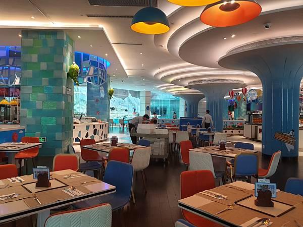 中國廣東省長隆企鵝酒店:帝企鵝自助餐廳 (37).jpg