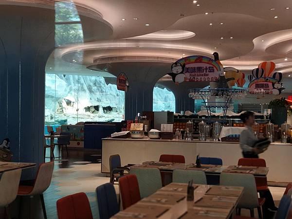 中國廣東省長隆企鵝酒店:帝企鵝自助餐廳 (40).jpg
