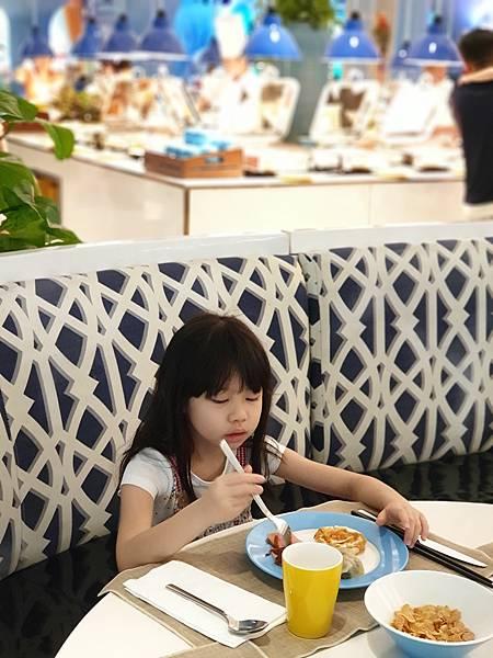 中國廣東省長隆企鵝酒店:帝企鵝自助餐廳 (62).jpg
