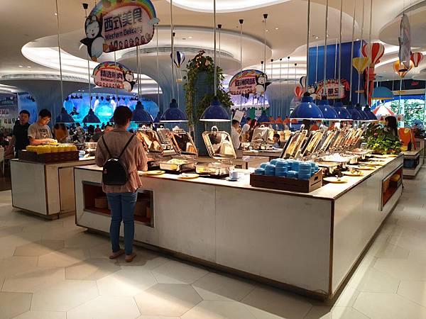 中國廣東省長隆企鵝酒店:帝企鵝自助餐廳 (66).jpg