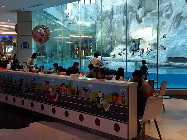 中國廣東省長隆企鵝酒店:帝企鵝自助餐廳 (71).jpg
