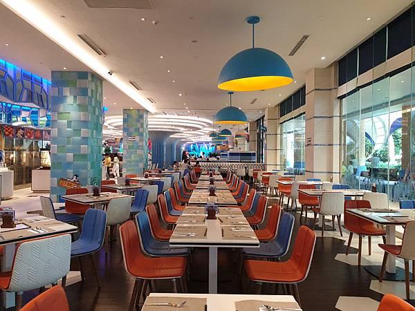 中國廣東省長隆企鵝酒店:帝企鵝自助餐廳 (79).jpg