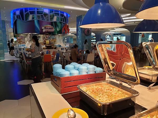 中國廣東省長隆企鵝酒店:帝企鵝自助餐廳 (85).jpg