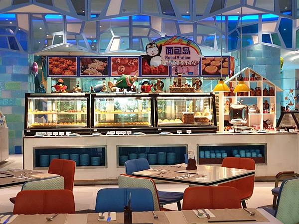 中國廣東省長隆企鵝酒店:帝企鵝自助餐廳 (80).jpg