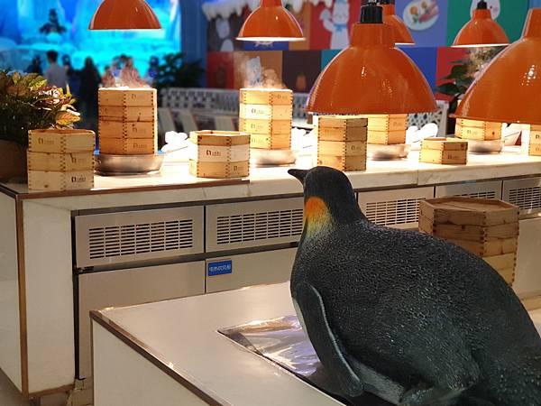 中國廣東省長隆企鵝酒店:帝企鵝自助餐廳 (83).jpg