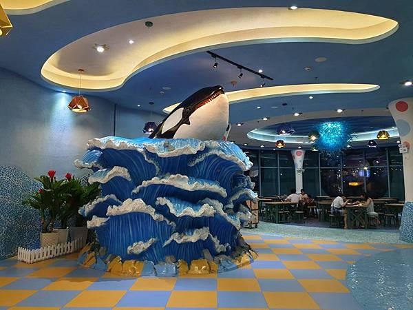 中國廣東省長隆海洋王國:英雄家族餐廳 (3).jpg