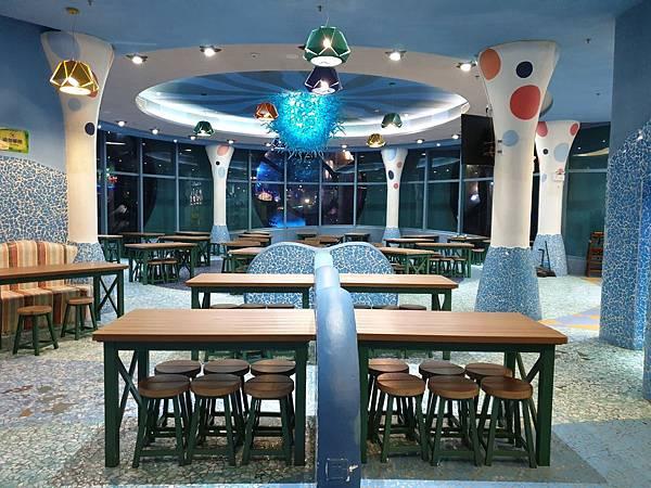 中國廣東省長隆海洋王國:英雄家族餐廳 (1).jpg