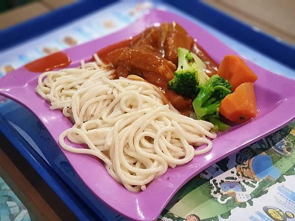 中國廣東省長隆海洋王國:英雄家族餐廳 (8).jpg