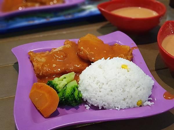 中國廣東省長隆海洋王國:英雄家族餐廳 (9).jpg