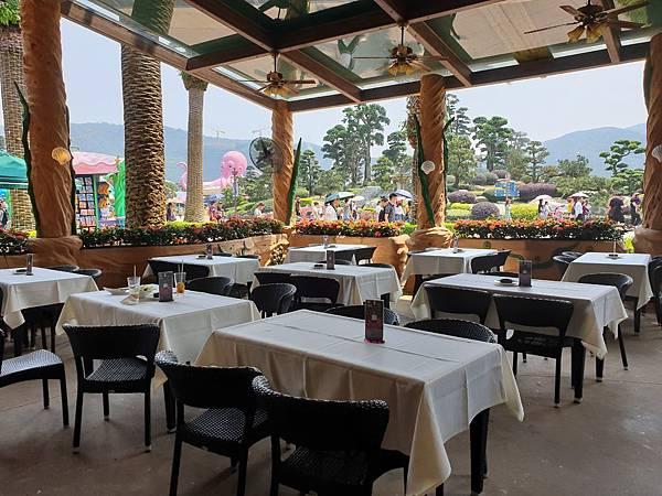 中國廣東省長隆海洋王國:海洋大街餐廳 (13).jpg