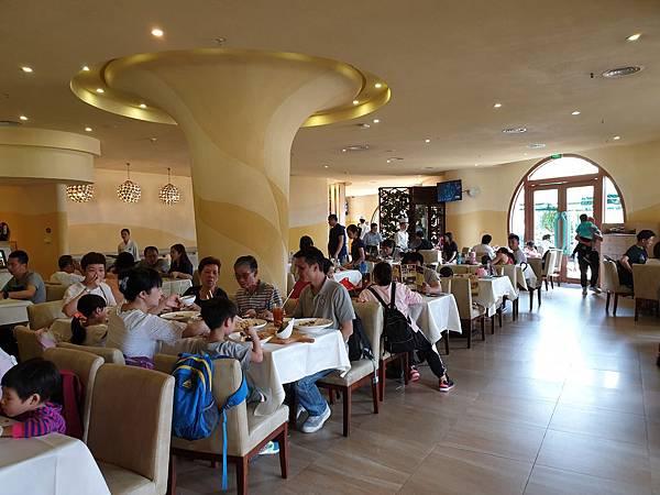中國廣東省長隆海洋王國:海洋大街餐廳 (24).jpg