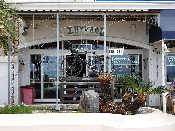 日本沖縄県ZHYVAGO COFFEE WORKS OKINAWA (18).jpg